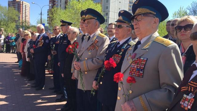Люберчане возложили цветы к памятнику «Трем Иванам»